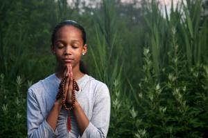 girl praying outside